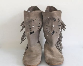 vintage 1980s suede boots - STUDED & FRINGED pixie boots / size 6.5