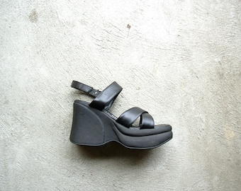Vintage 90's black chunky platform sandals, size 7 / EUR 38