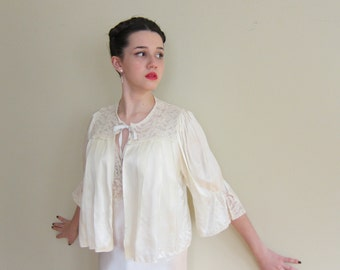 Vintage 1930s Ivory Silk Bed Jacket / 30s Bedjacket in Cream with Lace Insets and Satin Bow Tie
