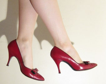 Vintage 1950s Red High Heel Pumps / 50s Red Leather Party Shoes / 8