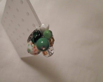 GREEN GLASS RING / Adjustable / Floral / Flowers / Retro / Modernist / Art Moderne / Fashionista / Trendy / Chic / One-of-a-Kind / Accessory