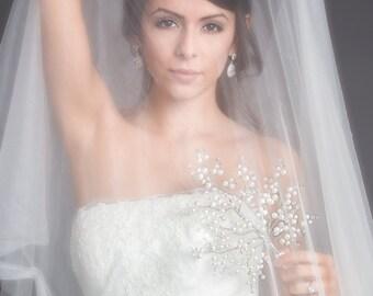 Bridal Bouquet - Lg Daria Bridal Bouquet - White Pearl w/Crystal Tips -Wedding Bouquet- Pearl Bouquet - Fabulous Brooch Bouquet Alternative