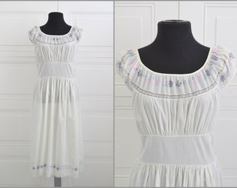 1940s Schrank's Floral White Night Gown