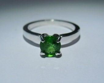 Natural Tsavorite Green Garnet In Sterling Silver Ring. Size 6 1.13ct SI2 6x3.7mm Tanzania