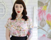 Vintage 1960s Pink Floral Blouse with Pearlized Buttons by Em-See Size Medium or Large