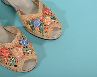 Vintage 1960s Wedge Wedding Shoes - Floral Ankle Strap Sandal - Bridal Fashions Size 7 8