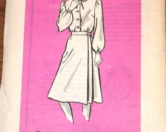 Wrap Skirt, Tie Collar Button Down Blouse, Womens Misses Vintage 1970s Mail Order Sewing Pattern 9491 Bust 40 W 33 H 42 Uncut Factory Folds