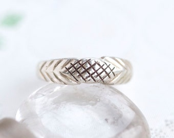 Geometric Silver Ring Band - Size 6.5 - Criss Cross Pattern - New Old stock