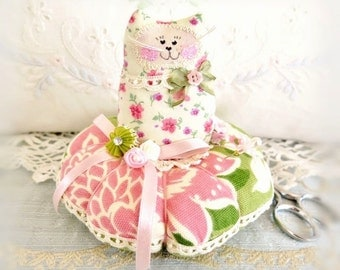 Cat Pincushion 5 inches, ivory Green and Soft Pink, Decor Fabric and Cotton Fabric, Primitive Cloth Doll Decoration Soft Sculpture Folk Art