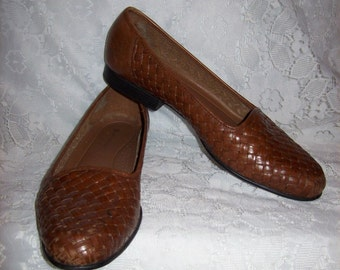 Vintage Ladies Brown Woven Leather Loafers Flats by Naturalizer Size 9 N Only 6 USD