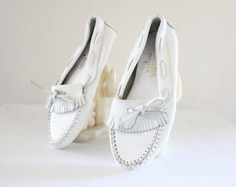minnetonka white leather moccasins / 9/10