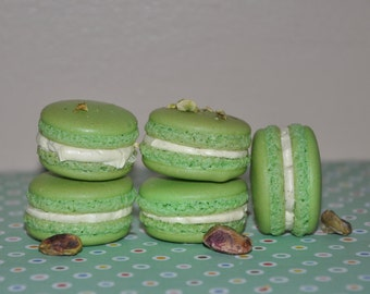 Edible gift Almond Pistachio French Macarons Pistachio Buttercream Cookie Gift