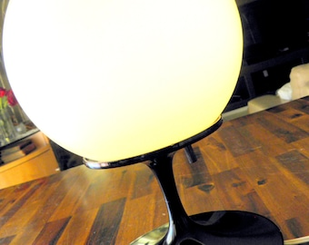 "1960s ""Stemlite"" Table Lamp by Bill Curry for Design Line, Inc. (El Segundo, CA)--Black/White--Original Globe & Manufacturer Sticker--SWANKY"