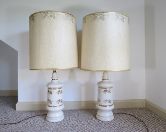 Mid Century Lamps Pair // Vintage White Ceramic Table Lamps with Gold Grapevine Pattern and Matching Fiberglass Shades 1950's Modern Decor