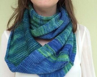 Loop knit scarf.Turquoise and green reversible infinity scarf.Kettle dyed pure merino soft wool, perfect size to wrap twice around your neck