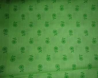 Green Daisy Print, Cotton/Poly Blend, Lightweight - 2 Pieces Available