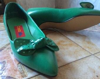 New Old Stock - Vintage, never worn, Monaco green kitten heels