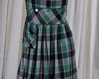 Young miss grey/green plaid jumper w/ button detail. 1960s