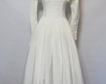 Vintage Gunne Sax by Jessica McClintock Wedding Dress / Lace Button Sleeves / Basque Fitted Waistline