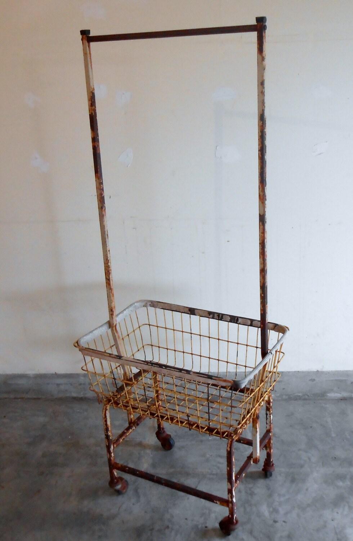 Vintage metalen wasmand kar op wielen rusty door kissmyattvintage