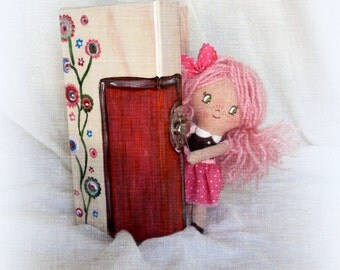 Kymelitsa - little doll with her wooden box
