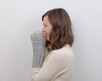 SALE Chunky Knit Wrist Warmers Fingerless Gloves / THE HULSTLANDERS / Earl Grey