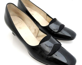ON SALE!  1960's Vintage black patent leather Gaymode heels with large buckle size 9 narrow