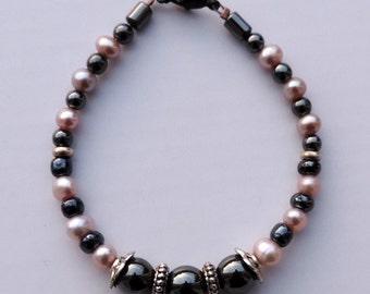Bracelet Hematite, cultured pearls.