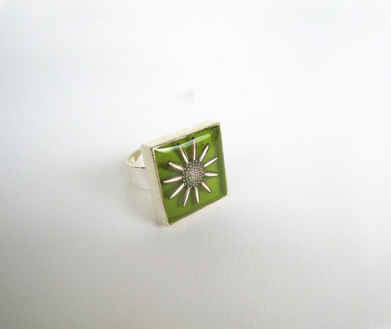 Sunflower ring, lime green ring, daisy ring, floral ring, greenery resin ring, square ring, botanical nature inspired flower boho chic