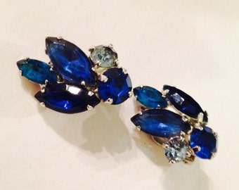 Vintage Weiss Blue Rhinestone Clip On Earrings