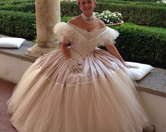 Victorian Ballroom dress, Victorian ball gown taffeta and tulle, honey-coloured powder with bertha. Anna model 1860