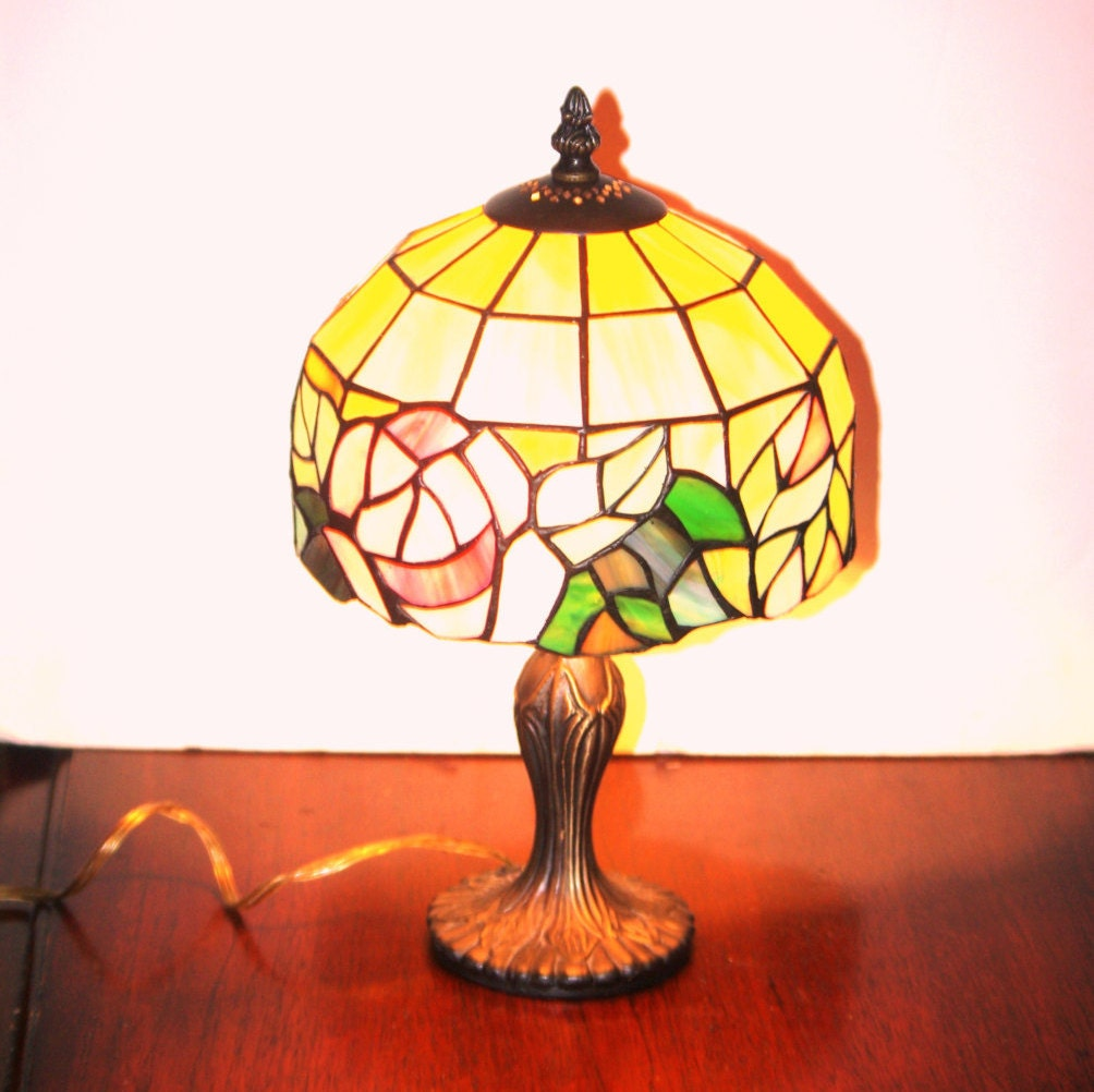 Accent Lamp Vintage Tiffany Style Round Pink Rose Table Lamp