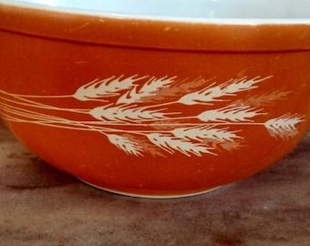 Vintage Pyrex Autumn harvest mixing bowl 2 1/2 Quart. Pyrex 403 nesting bowl.