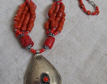 Coral vintage ethnic necklace