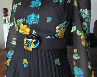 Amazing Vintage 70s Floral Pleated Maxi Dress Full Skirt