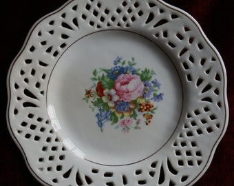 Vintage Lace Edge Decorative Cabinet Plate with Floral Design and Gilt Edging