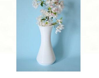 Vintage milk glass ribbed vase White vase shabby home decor cottage chic shabby wedding vase glass vase white glass vintage vase white decor