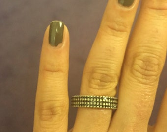 Silver Band Ring with Black Crystals (Italian)