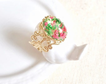 Real Flower Ring, Pressed Nature Resin, Victorian Gold Filigree Statement Ring, Preserved Small Green Pink Flower, Botanical Bridesmaid Gift