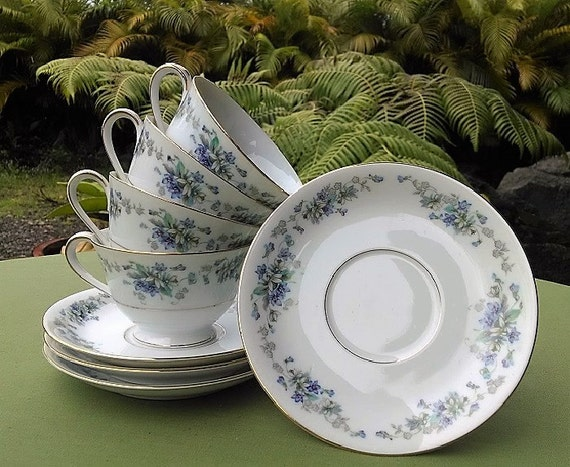 Noritake China Cups and Saucers Set Violette Pattern 3054, Vintage Made in Japan Porcelain Footed Cups and Saucers With Floral Design