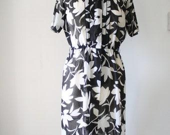 Black & White Japanese Vintage dress, Monochrome Vintage day dress Office dress Classic Midi Shirtdress, Medium 2089