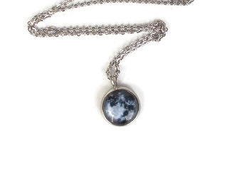 Full Moon Necklace, Moon and Lunar Gifts, Moon Phases Jewelry, Moon Lovers Gifts, Full Moon Gifts, Lunar Themed Gifts, Small Moon Necklace