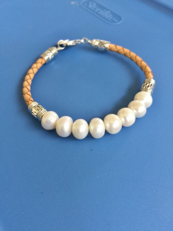 freshwater pearl and leather bracelet. Black Bedroom Furniture Sets. Home Design Ideas