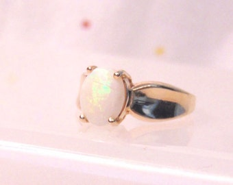 Vintage Opal Solitaire 14K Yellow Gold Ring, 2.50 Carat Opal