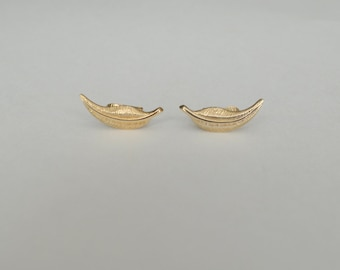 Vintage 80s Avon leaf earrings clip on gold tone 1980 Feather Flurry small minimalist fall autumn jewelry