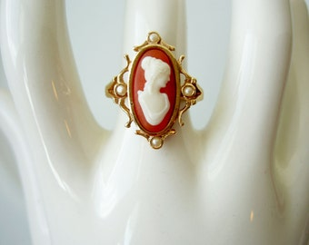 Vintage Avon Oval Lady Portrait Cameo Ring with Pearls