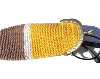 Crochet eyeglasses cozy case pouch with kiss lock clasp frame