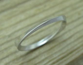 Wedding mobius stacking ring, 2mm Mobius wedding band, Thin stacking wedding ring, Mobius wedding band, Dainty stacking gold wedding ring