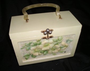 Vintage Novelty White Shiny High Relief Vild Roses Decopaged Wood Purse/Handbag Box Purse by Carriage House.Summer delight.
