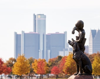 Newsboy Fountain on Belle Isle With Autumn Detroit Skyline